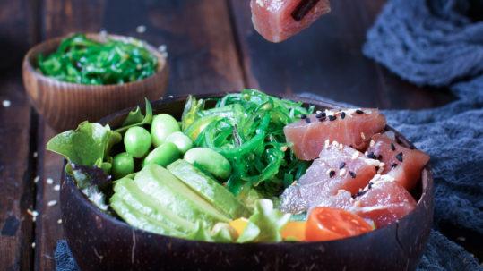 Poke de atún Sakami con aguacate